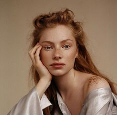 """arutai: """"Laura Gwyneth Butler by Anya Holdstock """" Feine Sommersprossen - Natural Makeup Blue Photography Poses, Amazing Photography, Fashion Photography, Photography Magazine, Beautiful Woman Photography, Woman Portrait Photography, Landscape Photography, Female Photography, Photography Outfits"""
