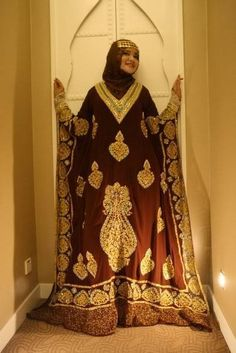 Traditional Wedding Dress For A Bahraini Bride. I adore these traditional dresses.