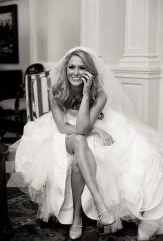 Great bridal pose.