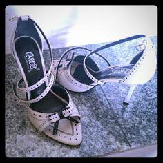 Beige/Black .. Heels Sandals size: 7.5 Beautiful heels worn ones super cute and comfy Carlos Santana Shoes Heels