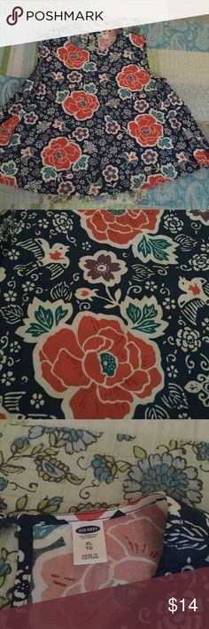 Old Navy Size XL Flowly BoHo Top Old Navy Size XL Flowly BoHo Top. Wore once. Super cute and looks perfect with skinny jeans and booties. Blue background with a bright floral pattern. Because if the way it flows, it can also fit an XXL. Old Navy Tops Tank Tops