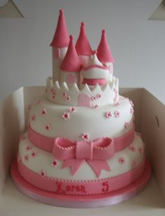 tellastella / Tella S Tella : Top 10 bolos decorados para princesas Mais Castle Birthday Cakes, Birthday Cake Girls, Castle Cakes, Fondant Cakes, Cupcake Cakes, Beautiful Birthday Cakes, Cake Pictures, Girl Cakes, Fancy Cakes