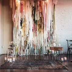 Less but good photobooth background Streamer Backdrop, Photo Booth Backdrop, Streamers, Photo Backdrops, Photobooth Backdrop Diy, Fabric Backdrop, Streamer Ideas, Crepe Paper Backdrop, Ribbon Backdrop