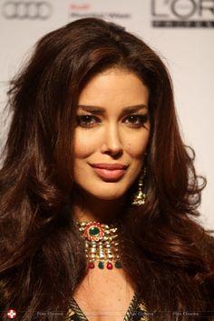 Iranian beauty  Sahar Biniaz Miss Universe Canada  YekFun