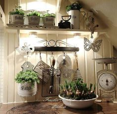 Shabby and Charming: A beautiful attic shabby chic in Berlin Shabby Chic Homes, Shabby Chic Style, Shabby Chic Decor, Shabby Cottage, White House Interior, Home Interior Design, Cottage Design, House Design, Design Homes
