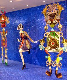 Carnaval na vitrine não é só confete e serpentina. Tem que ter criatividade, bom gosto e produção caprichada. Inspire-se nas ideias colecionadas pela Vitrine Mania para dar um UP na sua vitrine de Carnaval, que vai ficar um luxo só!