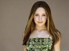 Amanda Bynes Amanda Bynes Amanda Bynes Amanda Bynes in a Blue Dress Wallpaper Amanda Bynes Amanda Bynes with a Pretty Smile Also see: Wallpa. Amanda Bynes, Emily Browning, Mischa Barton, Green Floral Dress, Asian Bridal, Sleek Hairstyles, Nerd Love, Female Actresses, Famous Women
