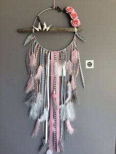 Dream catcher with driftwood, feathers and flowers fabric. Dream catcher with driftwood, feathers and flowers fabric. Big model – Driftwood dream catcher n Dream Catcher Craft, Large Dream Catcher, Diy And Crafts, Arts And Crafts, Creation Deco, Ceramic Beads, Wooden Beads, Metallic Paint, Flower Wall