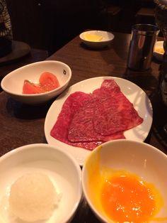 お肉を3秒ずつ両面焼く➡︎タレ➡︎卵黄➡︎一口ライス♡バリうま(^^)