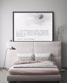 """Cuadro personalizado. """"...Se tendieron en la cama, uno al lado del otro, y compartieron sus rencores, mientras el mundo se apagaba y solo iba quedando el cositeo del comején en el artesonando"""".  Del amor y otros demonios - Gabriel García Márquez Mockup: Shutterstock"""