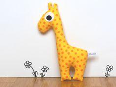Rassel-/Greiftier Giraffe // cuddly toy giraffe via DaWanda.com