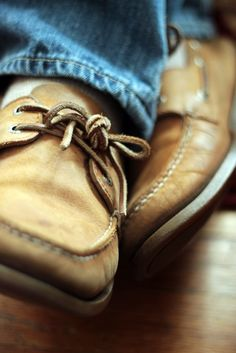Photo (New England Prepster) Tomboy Fashion, Mens Fashion, Preppy Fashion, Preppy Men, Well Dressed Men, Sperry Top Sider, Perfect Man, Sock Shoes, Comfortable Shoes