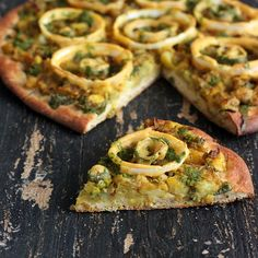 Samosa and Onion Bhajji/Pakora Pizza with Wheat Chickpea Semolina Crust. vegan recipe