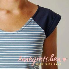 A new basic shirt in my closet!- Ein neues Basic-Shirt in meinem Kleiderschrank! Schnitt: Frau Josy von Schnitt … A new basic shirt in my closet! Josy von Schnitt ripe fabric: striped jersey night blue by … - Raglan Shirts, Basic Shirts, Casual Shirts, Sewing Shirts, Sewing Clothes, Diy Clothes, Clothes For Women, Striped Jersey, Dress Tutorials