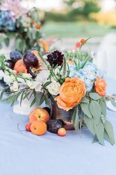 Fleurs Juillet, Centre Table Bleu De Mariage, Mariage Mandarine,  Décorations De Fruits,