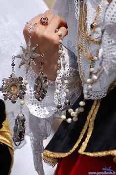 Antico rosario sardo .Costume di Assemini