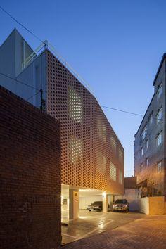 52cb463ae8e44e1bc8000024_house-with-a-yard-smart-architecture-_a04.jpg (2000×3000)