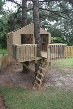 Safe to play in, still needs a roof and stain. Safe to play in, still needs a roof and … Backyard Treehouse, Backyard Fort, Backyard Playground, Backyard For Kids, Treehouse Ideas, Treehouses For Kids, Building A Treehouse, Simple Tree House, Diy Tree House