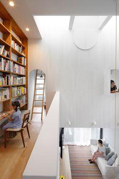House in Tama-plaza by Takushu ARAI Architects