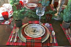 Merry Christmas! It's Christmas morning, everyone is still asleep and I finally have time to reveal my Christmas 2013 table that has...
