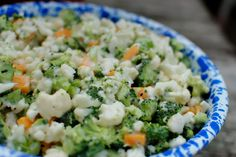 Cauliflower broccoli salad – THE BEST! Healthy Dessert Recipes, Healthy Salads, Salad Recipes, Healthy Eating, Healthy Life, Broccoli Cauliflower Salad, Food Crush, Vegetable Salad, Yummy Eats