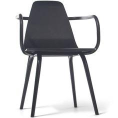 De stoel Tram is het nieuwe model van #TON, en het is precies waar het bedrijf voor staat: simpliciteit en passend bij zowel traditionele als moderne woonkamers. Zoals alle TON-producten, is deze stoel volledig van #hout gemaakt, en gegarandeerd licht maar stevig. Over het gehele ontwerp is grondig nagedacht, maar de ontwerper heeft uiteindelijk voor een geuzennaam gekozen.