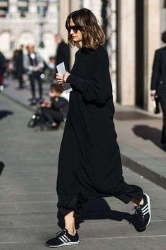 Abbinare le scarpe da ginnastica in inverno - Maxi dress in lana con sneakers