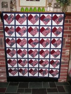 Would love to make a table runner like this for the patriotic holidays. Strip Quilts, Panel Quilts, Quilt Blocks, Red And White Quilts, Blue Quilts, Quilting Projects, Quilting Designs, Quilting Ideas, Sewing Projects