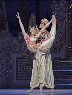 Melissa Hamilton and Ryoichi Hirano in the Arabian Dance from The Nutcracker with the Royal Ballet.