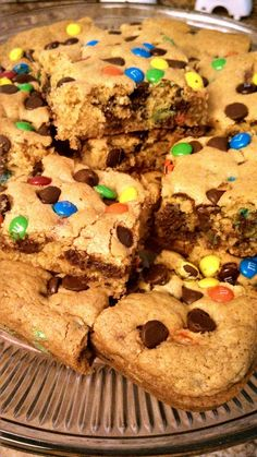 Cookie Bars recipe - just yellow cake mix, instant vanilla pudding, 2 eggs, veg oil, water, #chocolate chips, mini M&M's