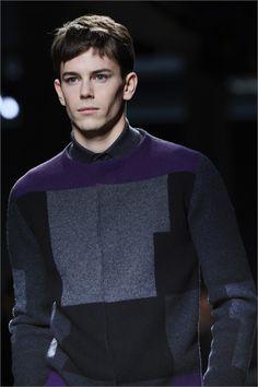 Detalle de suéter con estampado geométrico, de Bottega Venetta