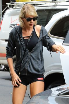 Taylor arriving at the gym in NYC 8.10.16