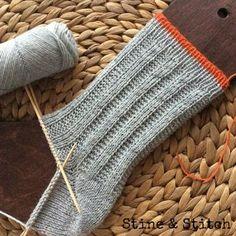 Socken mit rechts/links Muster von Stine & Stitch