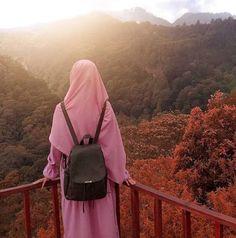Not a holiday😁 🌄 Barbe LeBon. Hijab Dp, Hijab Niqab, Muslim Hijab, Hijab Chic, Hijab Dress, Mode Hijab, Hijab Outfit, Hijabi Girl, Girl Hijab