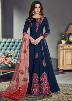 Trendy Navy Blue Color Floor Length Designer Anarkali Suit Add richer looks to a persona with this navy blue color silk designer floor-length anarkali suit. This pretty dress is showing some fantastic embroidery done with embroidered, resham and zari work Robe Anarkali, Costumes Anarkali, Anarkali Tops, Silk Anarkali Suits, Indian Salwar Kameez, Salwar Suits, Lehenga Suit, Designer Anarkali, Eid Dresses