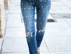 5f07a835d9878 Comment customiser un jean – 60 photos d idées chic. Pantalon  DéchiréPantalonsComment ...