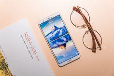Смартфоны молодым: представлен Huawei Enjoy 7S https://itzine.ru/news/gadgets/young-smartphones-huawei-enjoy-7s.html  Huawei позиционирует новый смартфон как заточенный под молодёжь. При этом, ничем «молодёжным» онневыделяется: унего даже четыре, ставших уже консервативными, цвета корпуса: «розовое золото», золотой, синий ичёрный. Еслибы Huawei неделали «молодёжные» постеры напрезентации спарнями наскейтах или снарисованными объективированными блондинками сглупым выражением лица…