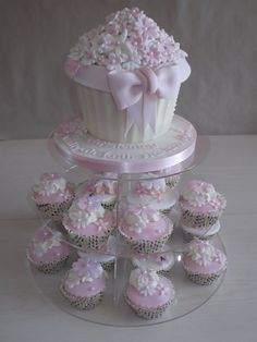 Pink giant cupcake for my cuppycakes 1st bday.. Definite possibilities!