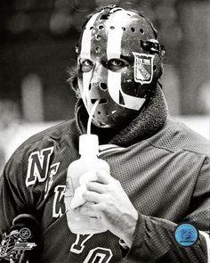 John Davidson Signed Drinking Water New York Rangers PhotoRangers Great John Davidson personally hand-signed this Photo. Davidson was a star goaltende Goalie Gear, Goalie Mask, Hockey Goalie, Ice Hockey, John Davidson, Sports Sites, Rangers Hockey, Baseball Gear, Star Wars