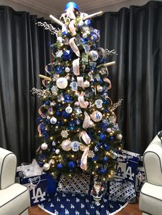 christmas trees quotes Happy New Year Peacock Christmas Tree, Silver Christmas Decorations, Beautiful Christmas Trees, Christmas Tree Themes, White Christmas, Christmas Tree Ornaments, Dallas Cowboy Christmas Tree, Elegant Christmas, Xmas Tree