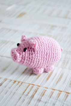 Lucky pig - my crocheted heart Lucky pig - my crocheted heart, # crocheted # Glücksschwein History of Knitting String rotating, weaving and . Knitting Projects, Knitting Patterns, Crochet Patterns, L Wallpaper, Crochet Pig, How To Start Knitting, Knitting For Beginners, Beginner Crochet, Animal Crafts