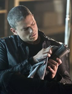 The Flash 2x03 - Captain Cold (Wentworth Miller)