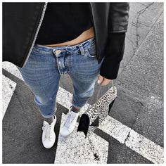 """La journée des préférés ⚫️⚪️ • Leather Jacket #samsoesamsoe (on @cyrielleforkure) • Cashmere Knit #ericbompard (on @ericbompard) • Jean #acnestudios •…"""