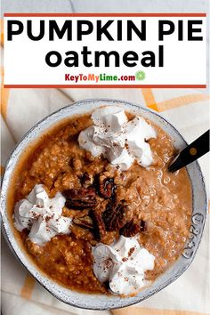 Pumpkin Pie Oatmeal This pumpkin oatmeal breakfast is SO GOOD and it tastes just like pumpkin pie! I love this vegan pumpkin oatmeal and will be having it all season long. Source by KeyToMyLime Healthy Low Carb Recipes, Low Carb Dinner Recipes, Vegetarian Recipes Dinner, Appetizer Recipes, Vegan Recipes, Healthy Food, Appetizers, Lime Recipes, Spicy Recipes