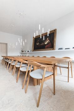 Santa Clara 1728 in Lisbon, Portugal by Manuel Aires Mateus for Joao and Andrea Rodrigues Santa Clara, Dining Room Lighting, Dining Room Chairs, Dining Table, Table Lamps, Contemporary Home Decor, Modern Interior Design, Modern Interiors, Architecture Interiors