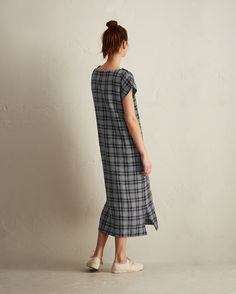 CHECK DRESS | Straight cut, supple yarn-dyed linen. Grown-on cap shoulder with button fastenings at either side