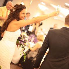 El brindis de la novia / The bride toasts #novia #brindis #boda #banquete #novios #celebracion #fotografia #bride #toast #wedding
