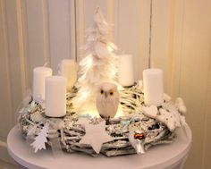 Awww, little owls :) Christmas Advent Wreath, Christmas Candle Decorations, Christmas Arrangements, Xmas Wreaths, Christmas Table Settings, Nutcracker Christmas, Christmas Mood, Christmas Crafts, Deco Table Noel