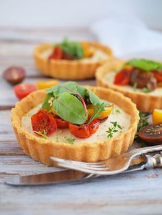 Tomato tart with polenta crust. Tomato tart with polenta crust with a little twist Savory Tart, Pie Recipes, Food Art, Waffles, Tarts, Cheesecake, Dinner, Breakfast, Desserts
