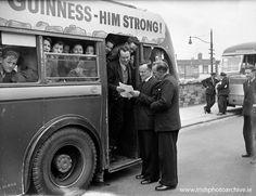 27th April 1961 School tour bus Dublin Ireland Homes, Dublin City, Steam Locomotive, Dublin Ireland, World History, Guinness, Back In The Day, Buses, Old Photos